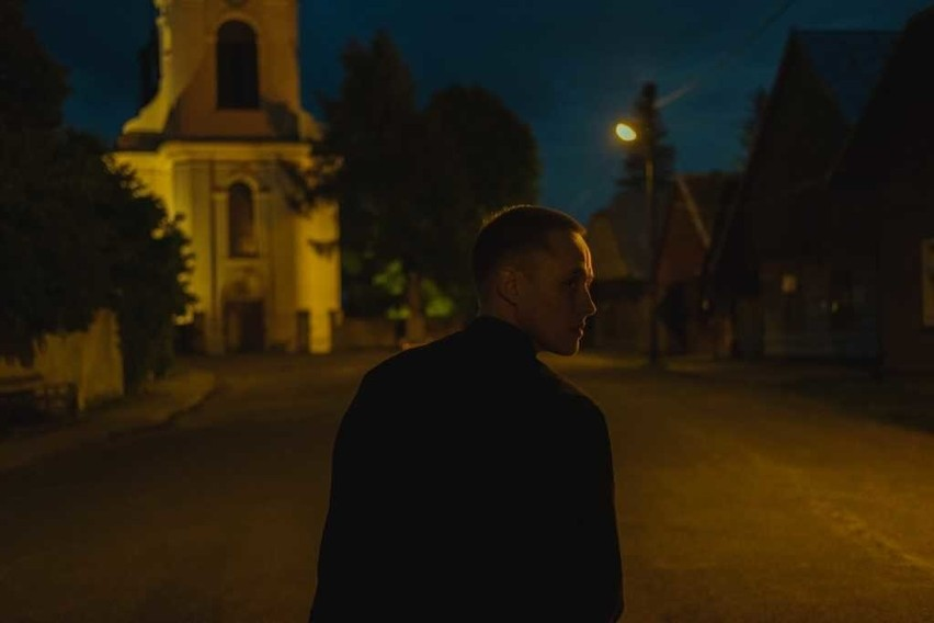 """Kręcony na Podkarpaciu film """"Boże Ciało"""" Jana Komasy dostał owacje na festiwalu w Wenecji. Ma szanse na Oscara? [ZDJĘCIA, WIDEO]"""