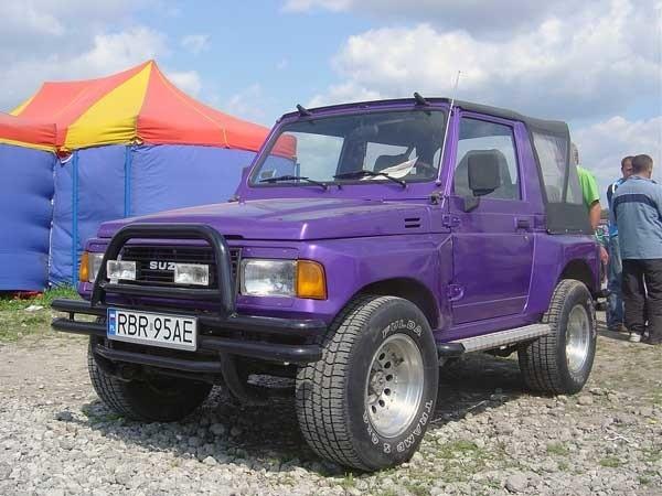 Suzuki SamuraiSilnik 1,3 benzyna. Cena 11000 zl.