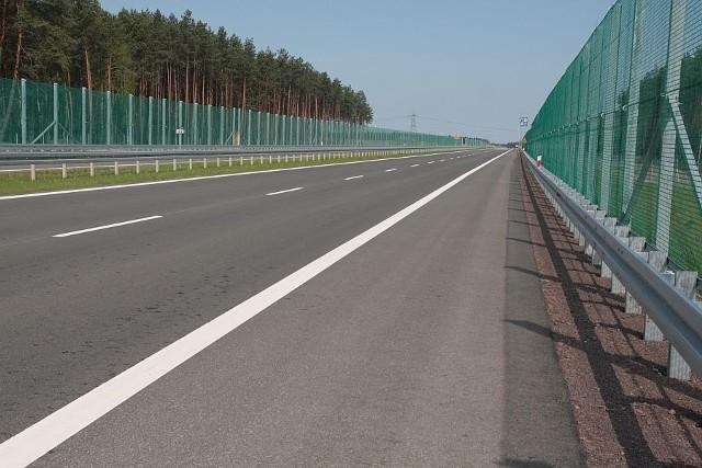 W piątek przetestowaliśmy jeden odcinek nowej drogi S3 z Międzyrzecza do Gorzowa, która zostanie otwarta w połowie maja. Jej osobliwością są charakterystyczne zielone  bariery, które mają chronić nietoperze!