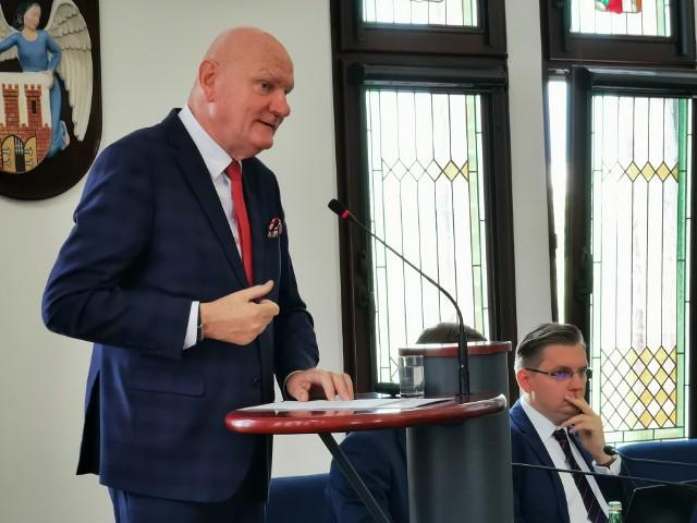 Toruńscy radni udzielili prezydentowi Michałowi Zaleskiemu  wotum zaufania i absolutorium. Zrobili to w trybie zdalnym, zdjęcie jest archiwalne