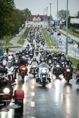 Otwarcie sezonu motocyklowego w Koszalinie. Parada w strugach deszczu [ZDJĘCIA]