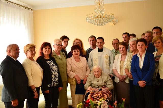 Dwieście lat!  - zabrzmiało 15 czerwca w Lesznie dla Adolfy Lewandowskiej, która obchodziła setne urodziny.