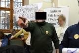 """""""Tu może być gorzej niż w Gdańsku"""". Piotr P. groził poznańskim radnym. Teraz odpowie przed sądem"""