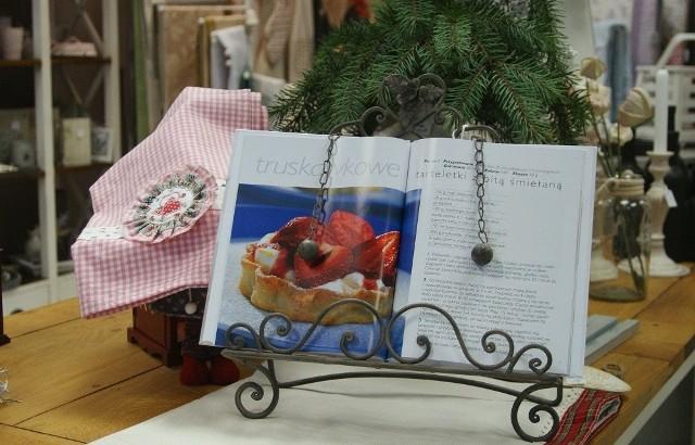 Stojak na książkę kucharskąPrzydatny i ozdobny drobiazg do kuchni w stylu retro.