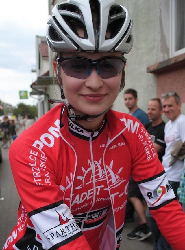 Kolarka Anna Sagan (GLSP.31) z POM-u Strzelce Kraj. przegoniła unihokeistę Pawła Dulata (GLSP. 44) z Fenomenu Babimost.