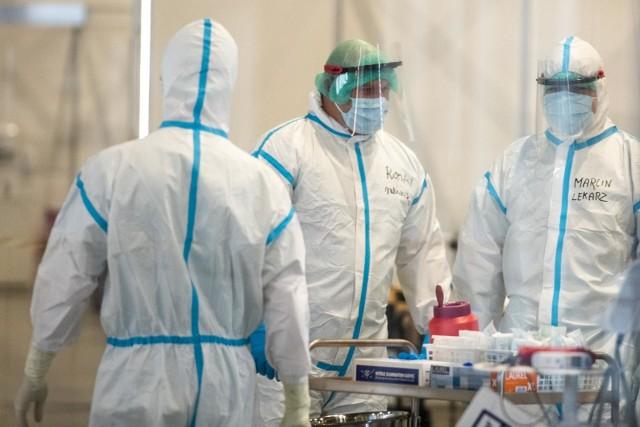 200 osób zostało zmobilizowanych w trybie pilnym do pracy w szpitalu na MTP w Poznaniu. Muszą porzucić dotychczasowe zajęcia i stawić się do pracy szpitalu.
