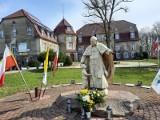 O tym, jak franciszkanie z pomocą Jana Pawła II uratowali piękny pałac w Niepoględziu [ZDJĘCIA]