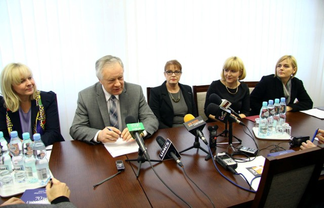 Redaktorem naczelnym została Magdalena Kozak-Siemińska, druga od prawej