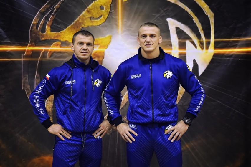 Radosław Marcinkiewicz (z prawej) wygrał dwie pierwsze walki...