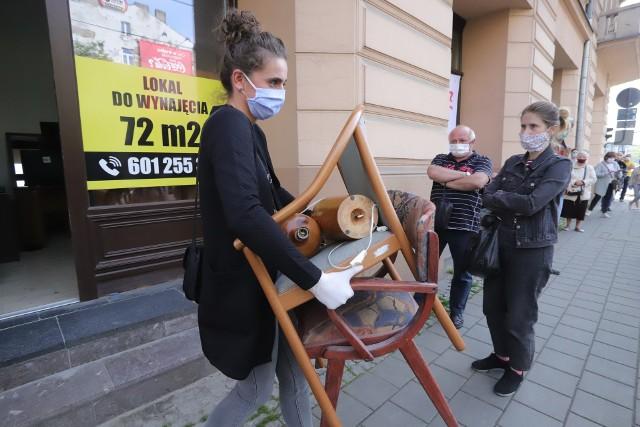 W remontowanym hotelu Polonia  trwa od poniedziałku (11 maja) wyprzedaż mebli i sprzętu z remontowanych pokoi
