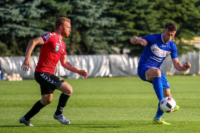 Marcin Radzewicz (z lewej) to jeden z zawodników, którzy zostali w GKS Tychy.