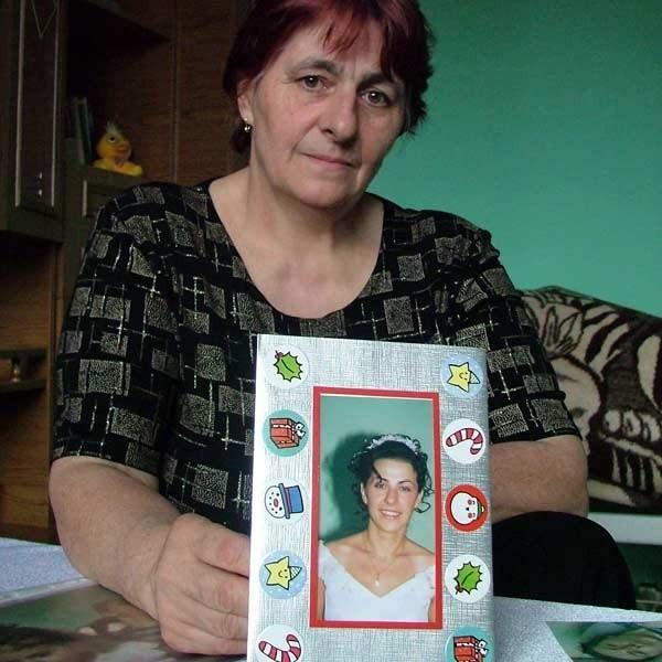 Maria Bąk: - To ja, mój mąż i dzieci, od początku choroby zajmujemy się Małgosią