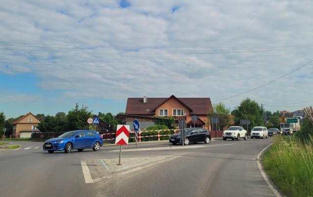 Zakup prywatnego domu na skrzyżowaniu dróg w Wysiołku Luborzckim budzi mnóstwo kontrowersji w gminie Kocmyrzów-Luborzyca