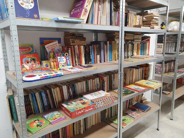 Do Szperowiska w Zielonej Górze trafia wiele książek, ale także różnych sprzętów AGD, naczyń itd.