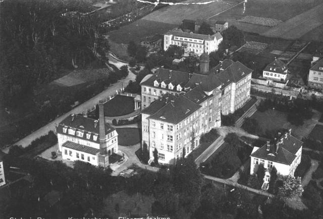 Zdjęcie słupskiego szpitala wykonane na początku lat 40. XX wieku