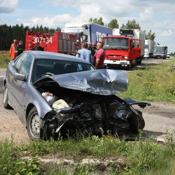 Bmw kierowane przez Łotysza zostało zmiażdżone, jednak ani kierowcy, ani pasażerom nic poważnego się nie stało. Z tyłu rozbity fiat seicento.