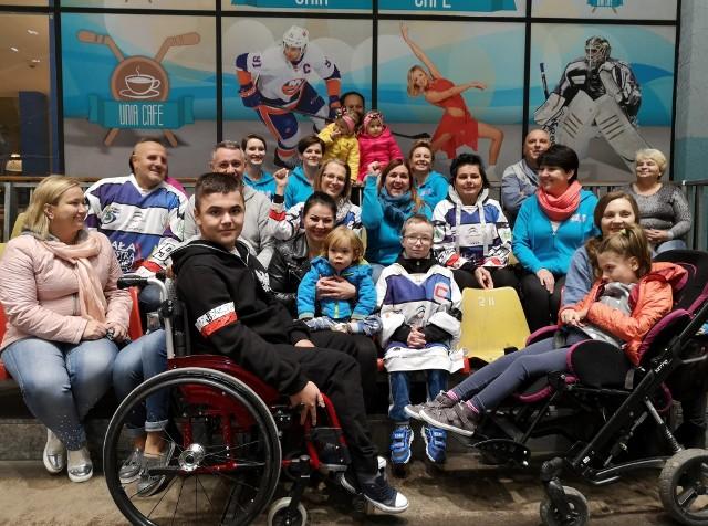 (Z przodu od lewej) Łukasz, Wiktorek, Kordian i Nikola już czekają na emocje sportowe. To dla nich oraz Miłosza jutrzejszy mecz