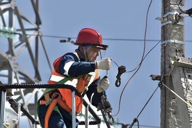 Na kolejnych slajdach prezentujemy, gdzie w regionie radomskim w najbliższych dniach będą przerwy w dostawie prądu.