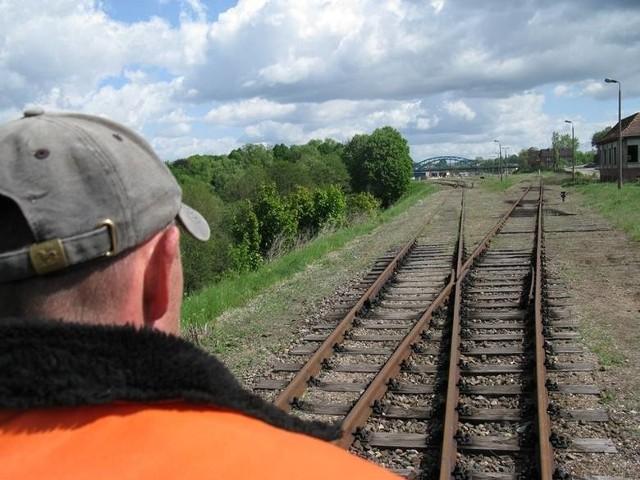 Na razie z odcinka linii między Bytowem a Borzytuchomiem korzystają sporadycznie drezyniarze. Pierwszy ich przejazd był w 2011 r. (zdjęcia są z tego przejazdu).