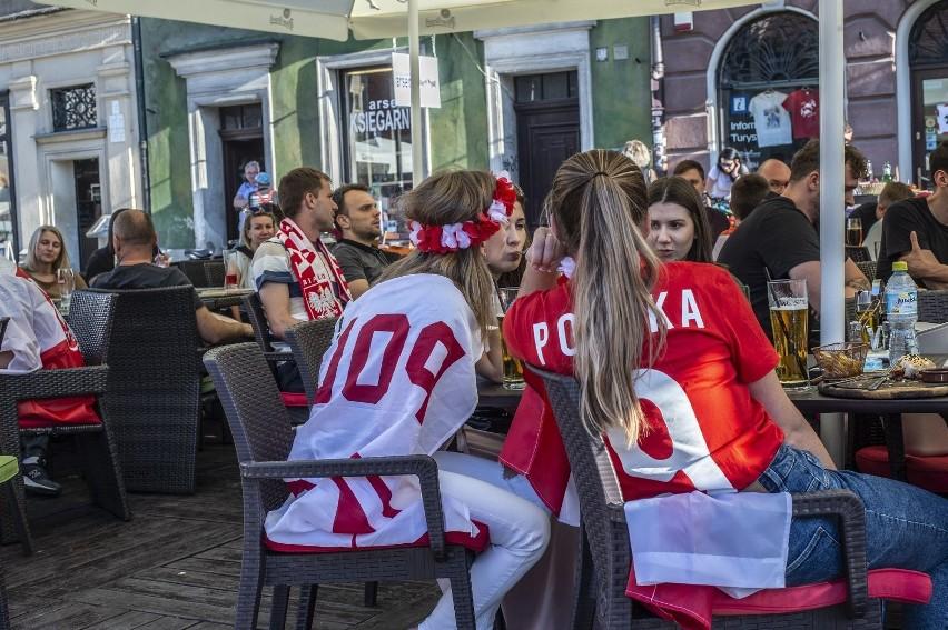 Mecz Polska - Słowacja (1:2) przyciągnął poznaniaków do...