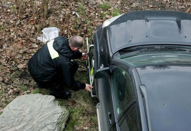 Na szczecińskim Podzamczu straż miejska interweniuje nawet kilka razy dziennie. Za założenie blokady kierowcę czeka 100 zł mandatu.