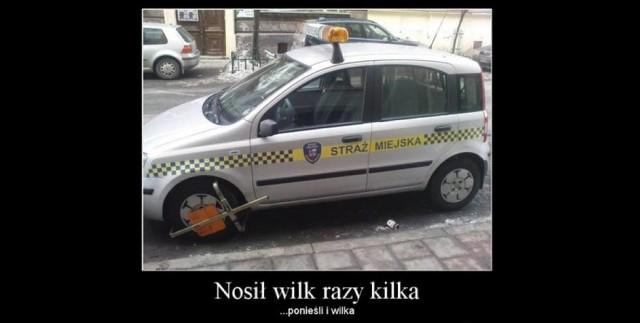 Straż miejska w Poznaniu świętuje w tym roku 30-lecie swojego istnienia. Spośród wszystkich służb mundurowych strażnicy miejscy cieszą się najmniejszą sympatią wśród obywateli, bo to właśnie od nich najczęściej można dostać mandat za złe parkowanie, picie alkoholu w miejscu publicznym i inne drobne wykroczenia. Niechęć do straży miejskiej (nie tylko poznańskiej) widać też w memach i demotywatorach - tylko nieliczne zawierają pochwały pod jej adresem. Zobacz najlepsze memy o straży miejskiej ---->