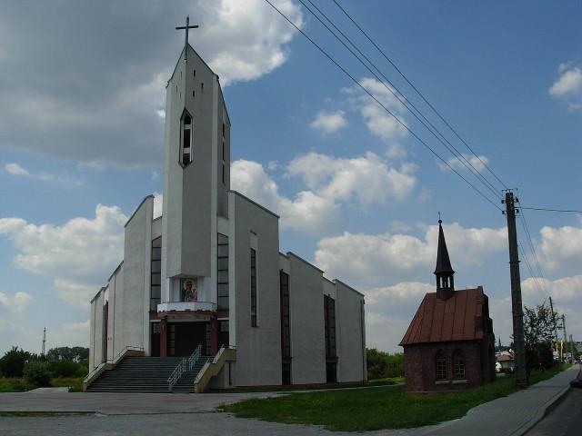Kościół przy ulicy Lwowskiej w Sandomierzu znajduje się w prawobrzeżnej części miasta przy wyjeździe w kierunku Tarnobrzega i Stalowej Woli. Tu pracuje zakażony ksiądz