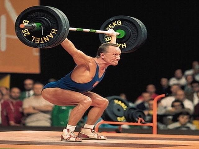 dwukrotny mistrz olimpijski w podnoszeniu ciężarów. Miał 75 lat