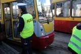 Mężczyzna wpadł pod tramwaj linii 9 na skrzyżowaniu marszałków. Przechodził pijany na czerwonym świetle