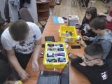 Roboty i klocki lego w bibliotece w Chotkowie! Zajęcia nie tylko dla moli książkowych!
