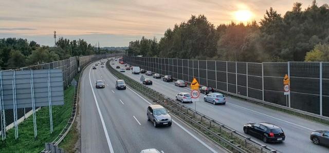 Trzeci pas prawej jezdni autostrady A4 (kierunek od Katowic do Rzeszowa) ma powstać od węzła Kraków Południe do wiaduktu w ciągu ul. Kąpielowej