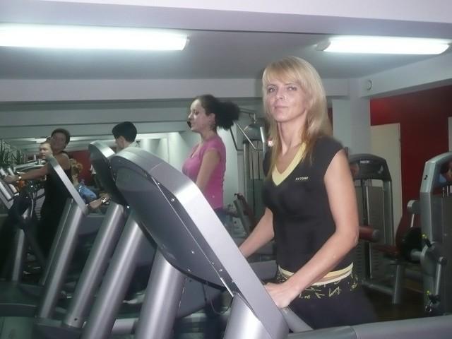 - Dzięki członkostwu mogę przychodzić do klubu zawsze, kiedy mam wolne i ćwiczyć na tych urządzeniach, na których chcę – mówi pani Monika.