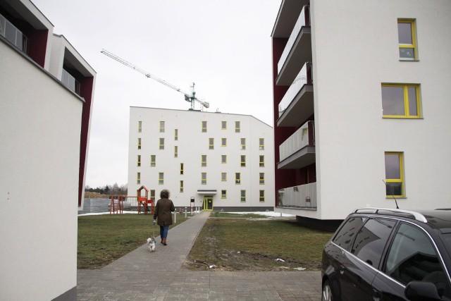 """Osiedle """"Słoneczna Dąbrowa"""" mieści się przy ul. ks. Granata"""
