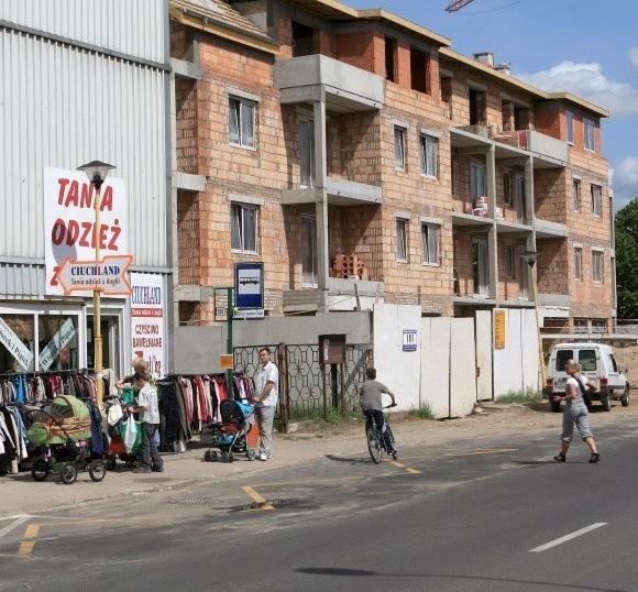 Handlowcy obawiają się, że po rozbiórce tych budynków, będą musieli pozamykać swoje firmy.