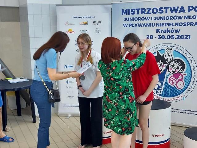 Niepełnosprawni pływacy Startu Zielona Góra zdobyli dwa medale mistrzostw Polski.