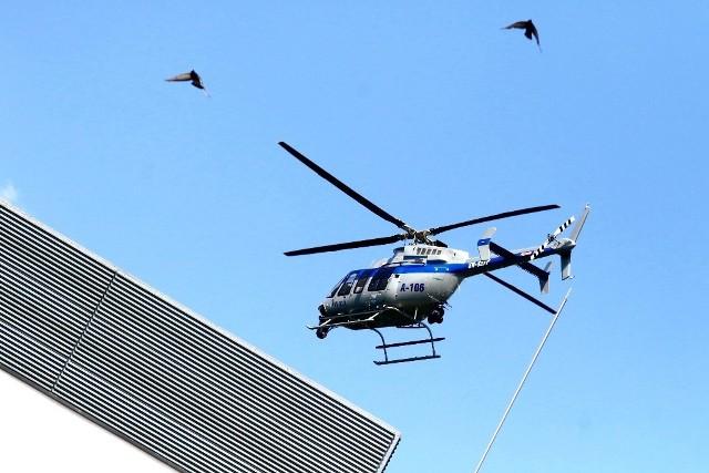 Lądowanie policyjnego śmigłowca przy szpitalu na Borowskiej