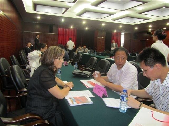 dyrektor ds. zaopatrzenia spółki Dorbud, Irena Stasińska podczas rozmów z chińskimi partnerami