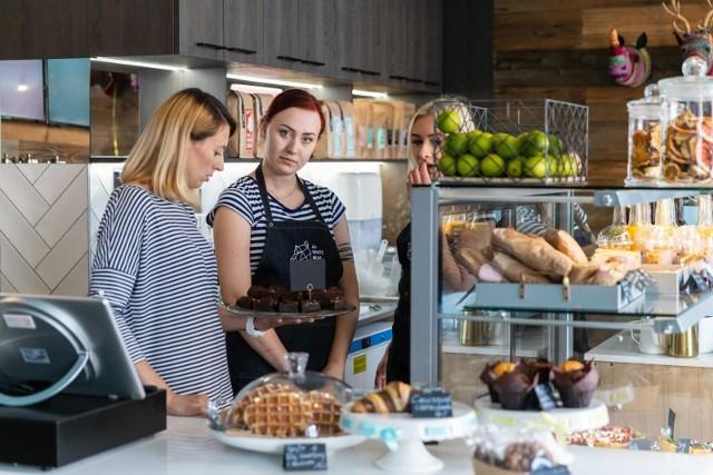 The White Bear Coffee w Białymstoku przy ul. Sienkiewicza 6 działa od poniedziałku do piątku  w godzinach 7.30-21, a w weekendy od godz. 9 do 21.
