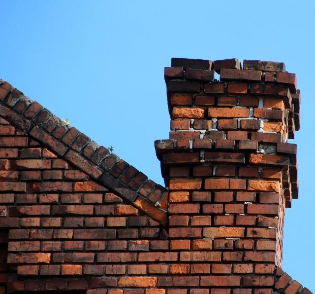 Złe użytkowanie pieców i kominów jest przyczyną ponad dwóch trzecich pożarów domów w Podlaskiem. Tylko w ostatnim kwartale 2019 r. podlascy strażacy wyjeżdżali do płonącej sadzy 239 razy. To o prawie 40 więcej niż w tym samym okresie poprzedniego roku. W całym 2018 r. doszło do 664 takich zdarzeń.