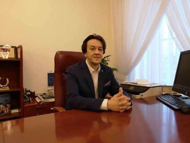 Burmistrz gminy Kozienice Piotr Kozłowski w dniu wczorajszym (08.04), złożył oficjalne podziękowania dla stacjonujących w Kozienicach, żołnierzy Wojsk Obrony Terytorialnej.