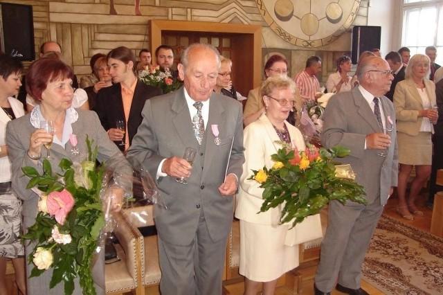 Zofia i Antoni Boczarowie oraz Teresa i Piotr Gawreccy, którzy dziś świętują złote gody.