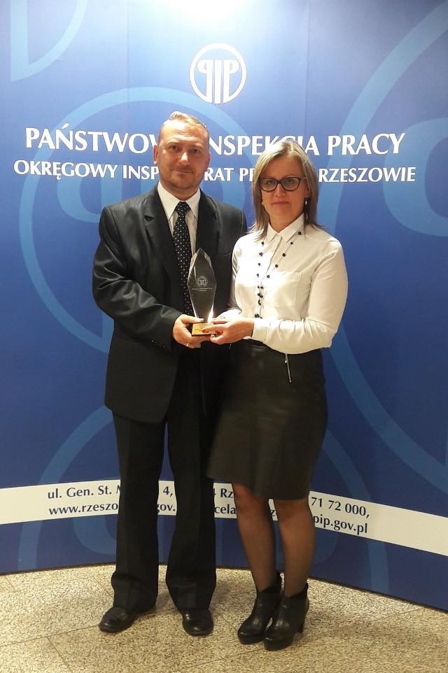 Przedstawiciele firmy  Tomasz Bryś i Renata Gajecka odebrali nagrodę dla Baltic Wood
