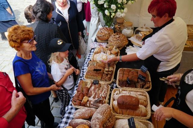 Na poznańskim Starym Rynku trwa Święto Chleba