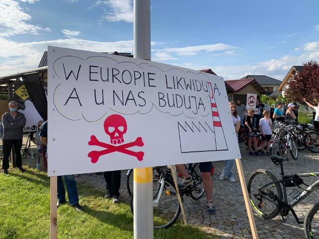 Protest mieszkańców przeciwko budowie elektrociepłowni Fortum.