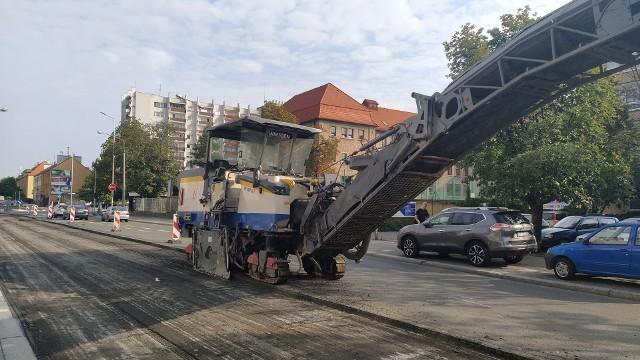 Opole. Drogowcy otworzyli jeden odcinek ul. Katowickiej i wprowadzili ograniczenia na innym. Kierowcy mają wątpliwości