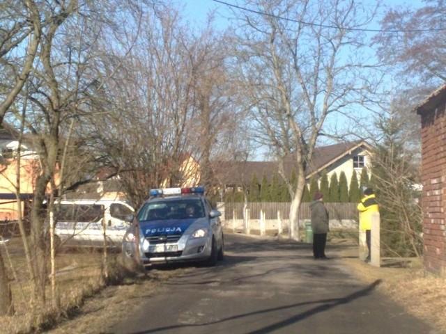 Policja ustala przyczynę zgonu osoby znalezionej w rowie w Drzonkowie.