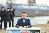"""Gdynia: Podpisano umowę na trzy fregaty """"Miecznik"""" dla Marynarki Wojennej RP. Nawet 8 miliardów złotych trafi do polskich stoczni"""