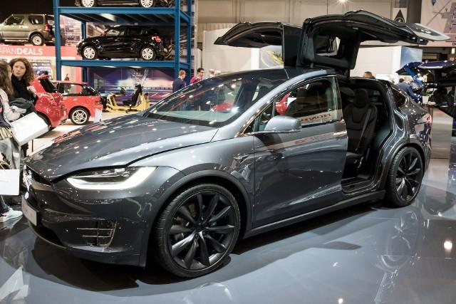 Po wielu latach dominacji aut z silnikami na olej napędowy, ich popularność w Europie obecnie spada, na czym zyskuje przede wszystkim benzyna, a w mniejszym stopniu napędy alternatywne.