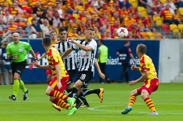 Żółto-Czerwoni ostatnio miewali spore kłopoty z beniaminkami (na zdjęciu przegrany w 2017 roku 1:3 mecz z Sandecją). Oby w sobotę w meczu z Bruk-Betem Nieciecza Jagiellonia okazała, że umie radzić sobie z nowicjuszami.