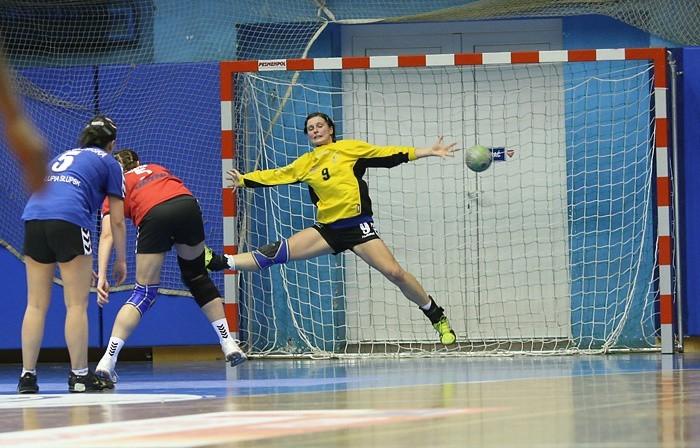 W rozgrywkach Pucharu Polski, Slupia Slupsk wygrala z wysoko notowanym Lączpolem Gdynia 26:22 (14:11).